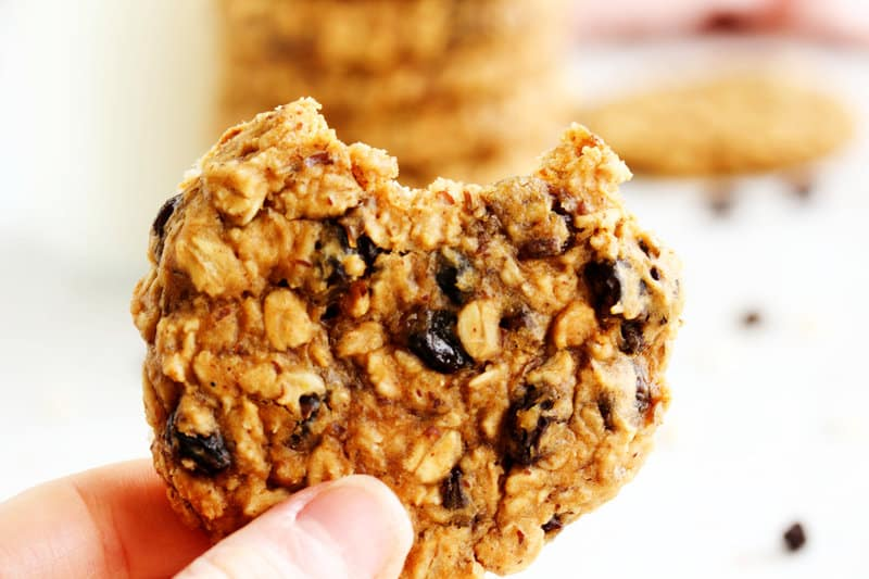 These healthy peanut butter oatmeal raisin cookies are the perfect healthy snack! They are packed with whole grains, protein, vitamins, and minerals. Grab one when you want a sweet afternoon snack! #peanutbutter #oatmealraisincookies #healthycookies #easyrecipes