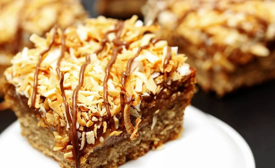 Healthy Girl Scout cookies do exist! Make a batch of these high protein, vegan, gluten free Samoa Cookie Bars for a healthy dessert when your cravings strike.