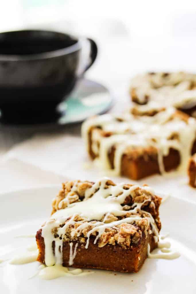 Healthy Pumpkin Crumb Coffee Cake Bars | This easy healthy dessert recipe for healthy pumpkin crumb coffee cake is perfect for Fall and is going to be your new go to treat! It's perfectly moist and flavored with pumpkin and hints of cinnamon. The crumb topping is made with oats and deliciously crumbly. This recipe is going to be hard to beat! #pumpkin #fall #dessert #easyrecipes #pumpkinspice #HealthyHacks