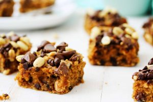 This super easy recipe for healthy peanut butter chocolate chip blondies is going to be your new favorite snack! It's creamy and delicious, full of nutriitous ingredients, and is vegan, gluten free, and low FODMAP.