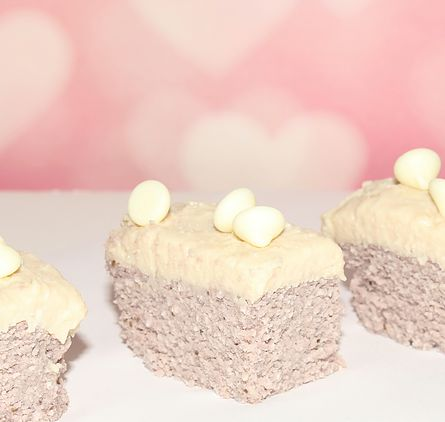 There is no artificial coloring in these no-bake strawberry cake with white chocolate frosting.